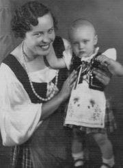 2. Birutietė B. Česonienė su dukra Lina. 1937 m. Nuotrauka iš B. Česonienės asmeninio archyvo