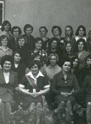 Panevėžio viešosios bibliotekos ilgametės darbuotojos direktorės Kotrynos Dičkienės išlydėtuvės į užtarnautą poilsį. Panevėžys. 1977 m. Panevėžio apskrities G. Petkevičaitės-Bitės viešoji biblioteka, PAVB F22