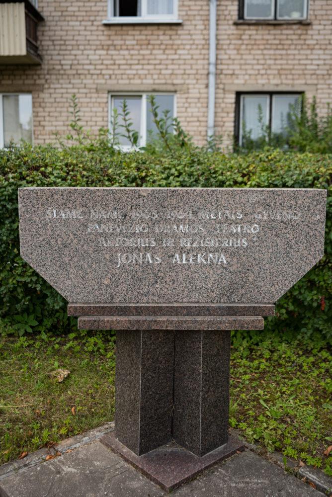 Atminimo lenta Jonui Aleknai. Nuotrauka Mazylis Media