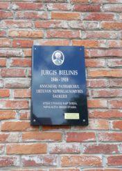 Atminimo lenta Jurgiui Bieliniui. Nuotrauka Astos Rimkūnienės