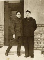 2. Broliai Pranas ir Povilas Daukai. Dešinėje vakarinių kursų vadovas Povilas Daukas. Nuotrauka iš Panevėžio kraštotyros muziejaus rinkinio