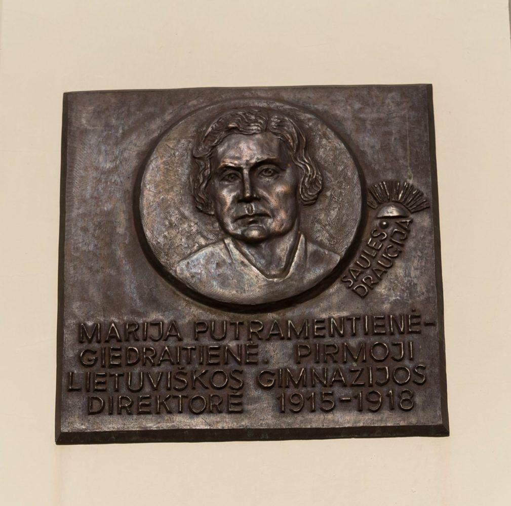 Marijos Putramentienės-Giedraitienės bareljefas. Nuotrauka Mazylis Media