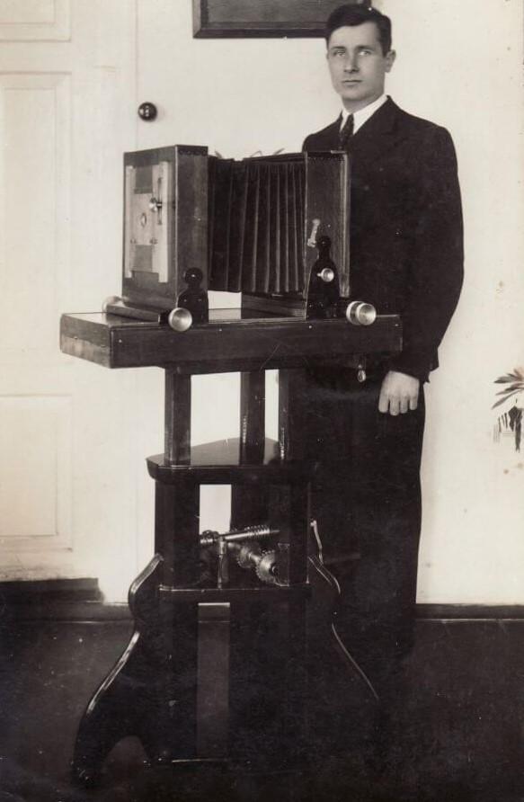 1. Fotografas Petras Jutelis. XX a. 4 deš.