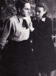 "A. Klionovas ""Mokinė"", (rež. J. Miltinis, V. Blėdis), 1948 m. Vytautas Karka – Viktoras, Henrika Hokušaitė – Marytė. Fotogr. K. Vitkaus. PAVB FKV-98/2-1"