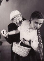 "I. Turgenevas ""Mėnuo kaime"", (rež. J. Alekna, G. Karka), 1957 m. Vytautas Karka – Šafas, Joana Zurlytė – Katia. Fotogr. K. Vitkaus. PAVB FKV-135/23-3"