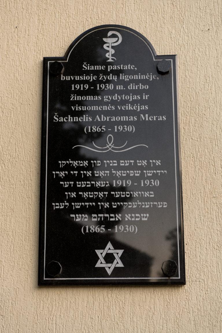 Atminimo lenta Šachneliui Abraomui Merui. Nuotrauka Mazylis Media