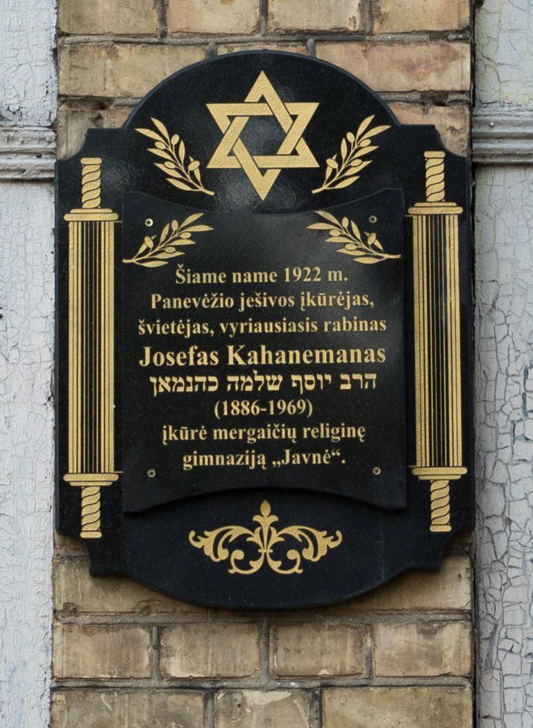 Atminimo lenta Josefui Kahanemanui. Nuotrauka Mazylis Media