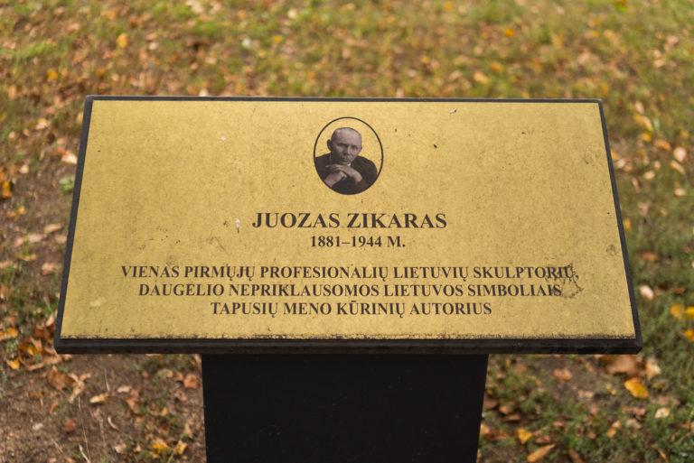 Informacinė lenta, žyminti Juozo Zikaro gatvę. Nuotrauka Mazylis Media