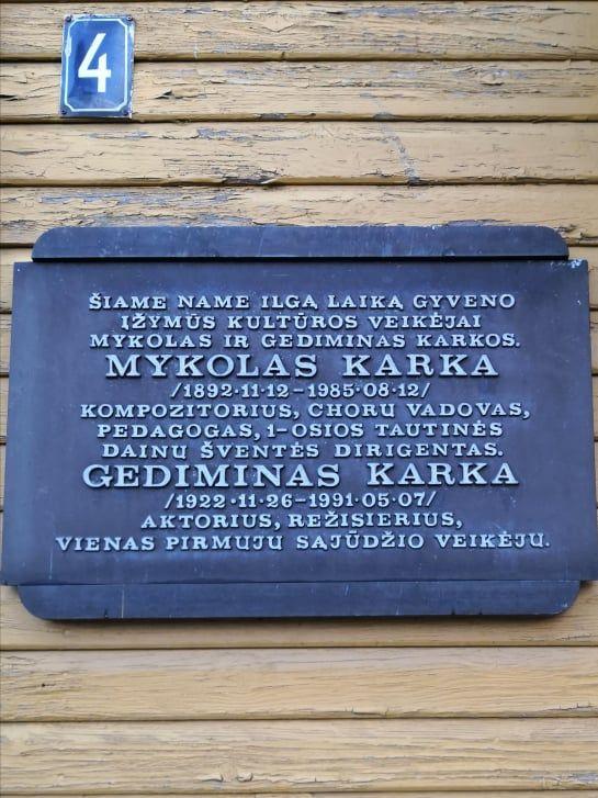 Atminimo lenta Mykolui ir Gediminui Karkoms. Nuotrauka Astos Rimkūnienės