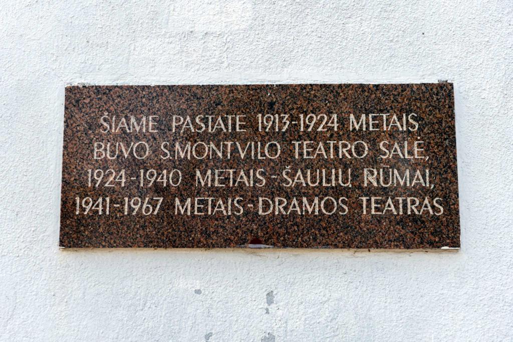 Atminimo lenta senajam Panevėžio teatrui. Nuotrauka Mazylis Media