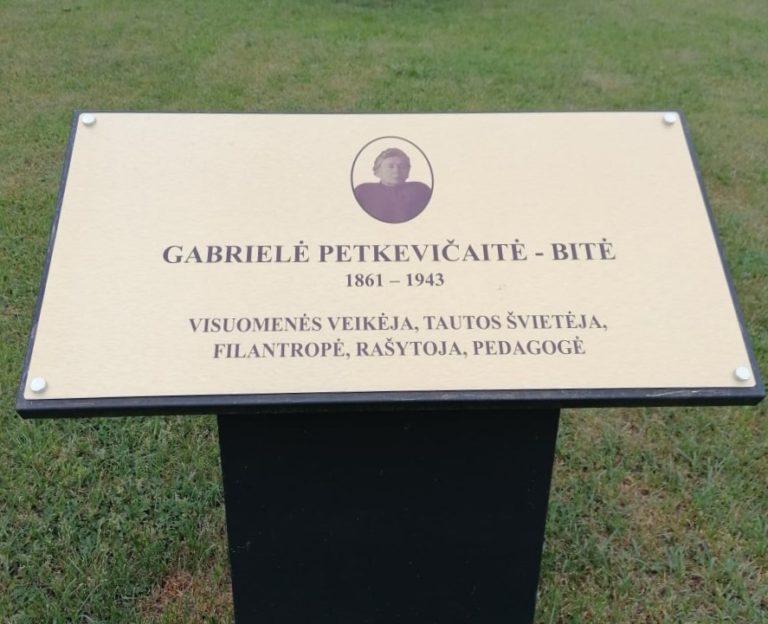 Informacinė lenta, žyminti rašytojos G. Petkevičaitės-Bitės gatvę. Astos Rimkūnienės nuotrauka