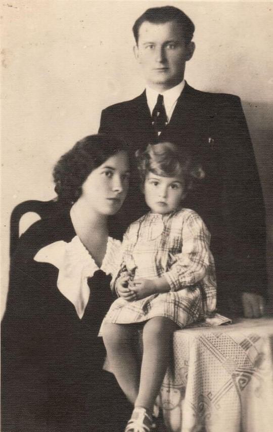 1. F. Svirskis su žmona ir dukra. Nuotrauka iš F. Svirskio artimųjų rinkinių