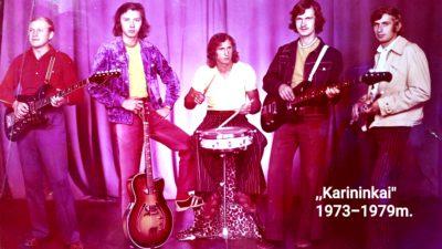 """""""Karininkai"""" 1973–1979 m. Iš kairės: a.a. Viktoras Chalavčiukovas – solinė gitara, vokalas; Zenonas Laureckas – ritminė gitara, vokalas; Česlovas Kairys – mušamieji, vokalas; Algis Gruodis – bosinė gitara; Vacys Vainauskas – fleita, vargonai-jonika"""