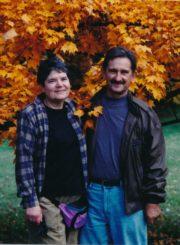 Dailininkas Vytautas Osvaldas Virkau su žmona Irena. [Viskonsinas]. 1994 m. Panevėžio apskrities Gabrielės Petkevičaitės-Bitės viešoji biblioteka. Algirdo Neveravičiaus fondas F143-740