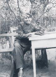 Kazimieras Naruševičius – gimnazistas. Panevėžys. Apie 1938–1939 m. // Čiplytė, Joana Viga. Kazys Naruševičius. Tapytojas. Mokytojas. Vilnius, 1999. P. 14