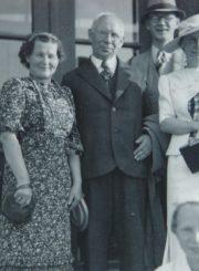 Panevėžio mergaičių gimnazijos direktorė Marija Giedraitienė su kolegomis. Iš kairės: Marija Januškevičienė, Juozas Zikaras, Leonas Kuodys, Marija Giedraitienė. 1938 m. Panevėžio apskrities Gabrielės Petkevičaitės-Bitės viešoji biblioteka, Marijos Giedraitienės fondas F106-56