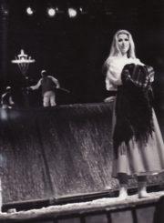 "W. Mysliwskis ""Medis"" (rež. Saulius Varnas), 1989 m. Scena iš spektaklio; Asta Preidytė – Zofija. Fotogr. K. Vitkaus. PAVB FKV-264/7-2"
