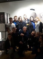 Edukacinis užsiėmimas su moksleiviais atnaujintoje Juozo Miltinio palikimo studijų centro ekspozicijų salėje. 2018 m.