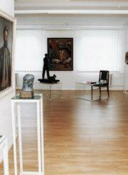 Pirmoji paroda Juozo Miltinio palikimo studijų centro ekspozicijų salėje. 1998 m. S. Saladūno nuotr.
