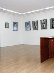 """Pirmoji Juozo Miltinio palikimo studijų centro ekspozicija """"Juozo Miltinio gyvenimas ir teatras"""" 1999–2007 m. (dail. Vygantas Kosmauskas)"""