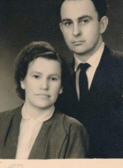 Algirdas Neveravičius su žmona Stase Breivyte-Neveravičiene / fotogr. J. Traškevičiaus. Panevėžys. Apie 1958 m. Panevėžio apskrities Gabrielės Petkevičaitės-Bitės viešoji biblioteka, Algirdo Neveravičiaus fondas F143-513
