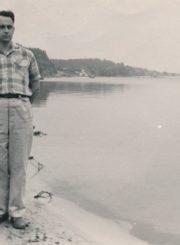Stasė ir Algirdas Neveravičiai Nidoje. 1961 m. Panevėžio apskrities Gabrielės Petkevičaitės-Bitės viešoji biblioteka, Algirdo Neveravičiaus fondas F143-539