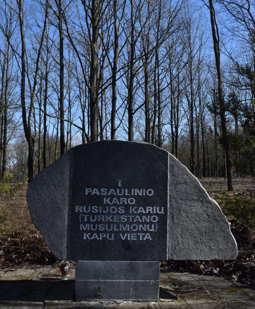 Paminklas Pirmojo pasaulinio karo rusų musulmonų karių palaidojimo vietai įamžinti. Astos Rimkūnienės nuotrauka