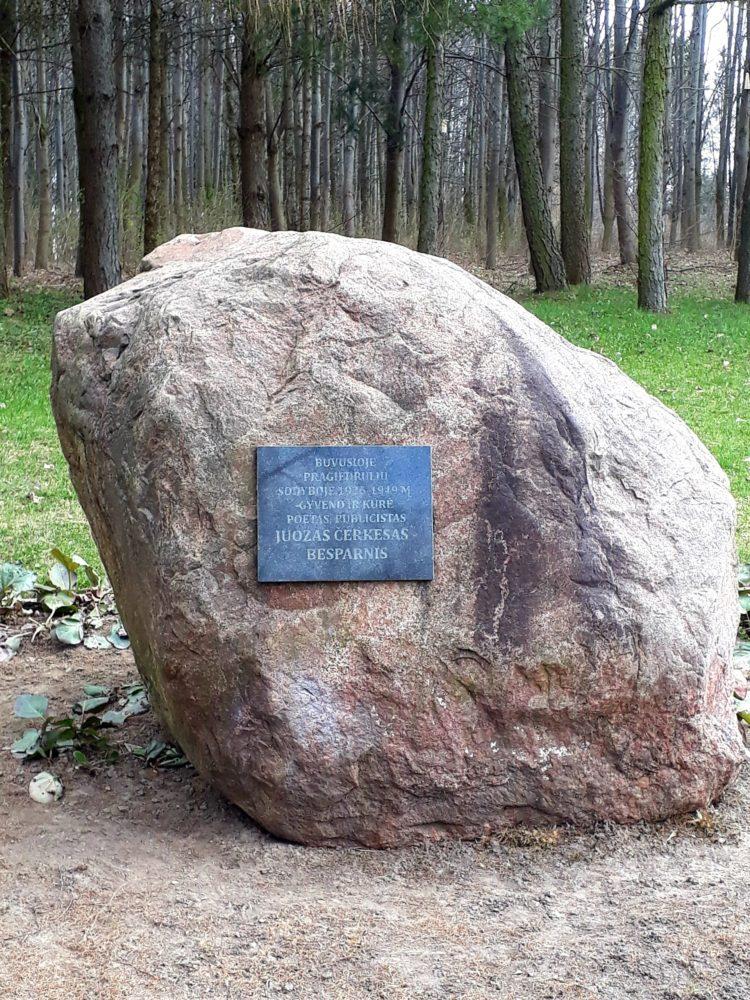Paminklinis akmuo Juozui Čerkesui-Besparniui. Astos Rimkūnienės nuotrauka