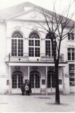 Vaclovas Blėdis su žmona Nijole ir sūnumi Leonu Paryžiuje, prie Atelier teatro. 1992 m. PAVB FJM-1018/21