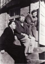 Filosofas, vertėjas Matas Melėnas, režisierius Juozas Miltinis ir aktorius Vaclovas Blėdis. 1956 m. Fotogr. Kazimiero Vitkaus. PAVB FKV-411/23