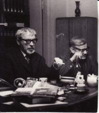 Juozas Miltinis ir Vaclovas Blėdis. Panevėžys, apie 1965 m. Fotogr. Algimanto Mockaus. PAVB FJM-874