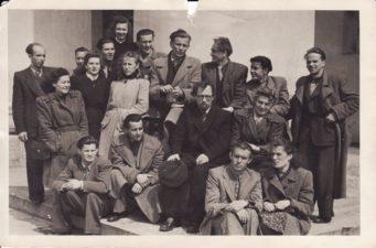 Panevėžio dramos teatro kolektyvas, apie 1945 m. Vaclovas Blėdis – pirmoje eilėje, pirmas iš kairės. PAVB FJM-1019/21