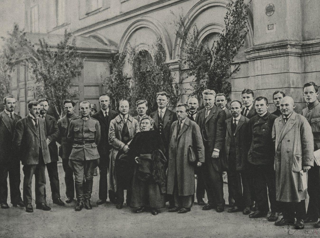Gabrielė Petkevičaitė-Bitė Steigiamajame Seime. 1920 m. LCVA, 0-011186. Iš: http://virtualios-parodos.archyvai.lt/lt/virtualios-parodos/34/lietuvos-steigiamajam-seimui-100-metu/exh-175/steigiamojo-seimo-partijos-ir-nariai/case-895#slide28
