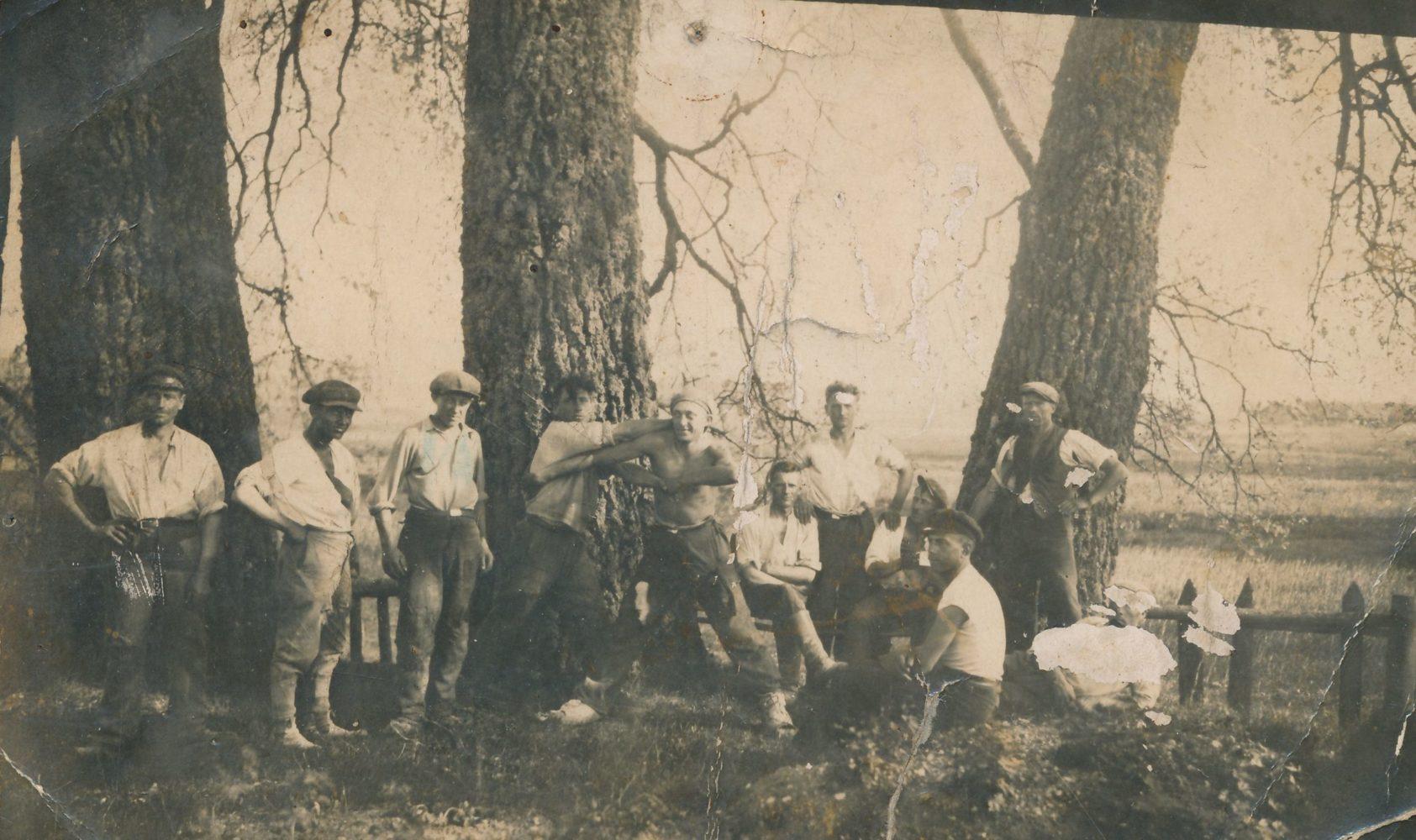 Sanžilės kanalo kasėjai. [Bernatoniai, Panevėžio r.]. 1930 m. Panevėžio apskrities Gabrielės Petkevičaitės-Bitės viešoji biblioteka, Pavienių rankraščių fondas F8-661