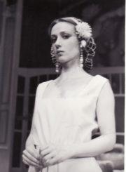 """Y. Jamiaque'as """"Kelionė į Akapulką"""" (rež. Linas Paugis), 1986 m. Eleonora Koriznaitė – Martina, Natali sesuo. Fotogr. Kazimiero Vitkaus. PAVB FKV-249/14-1"""