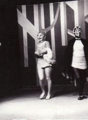 """F. Saltenas """"Bembis"""" (rež. Vaclovas Blėdis), 1977 m. Julius Tamošiūnas – Bembis, Eleonora Koriznaitė – Voveraitė, Genovaitė Gustytė – Šarka. Fotogr. Kazimiero Vitkaus. PAVB FKV-215/1-32"""