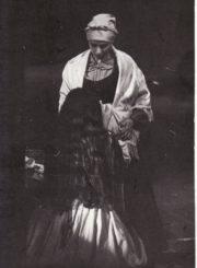 """F. Garcia Lorca """"Jerma"""" (rež. Linas Marijus Zaikauskas), 1992 m. Eleonora Koriznaitė – Marija, Ligita Kondrotaitė – Jerma. Fotogr. Kazimiero Vitkaus. PAVB FKV-276/5-2"""