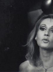 """N. Simonas """"Paskutinysis iš aistros kamuojamų meilužių"""" (rež. Giedrimundas Gabrėnas), 1994 m. Eleonora Koriznaitė – Bobi Mišel. Fotogr. Ingridos Žilėnaitės. JMC fondas"""