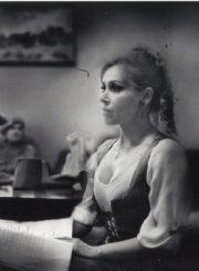 "C. Goldoni ""Kjodžos kivirčai"" (rež. Rimantas Teresas), 2002 m. Eleonora Koriznaitė – Keka (Frančeska). Fotogr. Ingridos Žilėnaitės. JMC fondas"