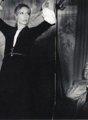 """B. Brechtas """"Kaukazo kreidos ratas"""" (rež. Raimundas Banionis), 2005 m. Po spektaklio. Eleonora Koriznaitė – Grušė Vachnadzė, Donatas Banionis. Fotogr. Ingridos Žilėnaitės. JMC fondas"""
