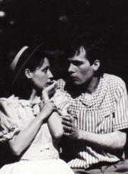 """R. Bradbury """"Pienių vynas"""" (rež. G. Karlaitė), 1985 m. Eleonora Koriznaitė – Džeinė, Laimutis Sėdžius – Daglas. Fotogr. Kazimiero Vitkaus. PAVB FKV-245/11-1"""