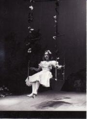 """R. Bradbury """"Pienių vynas"""" (rež. G. Karlaitė), 1985 m. Eleonora Koriznaitė – Džeinė. Fotogr. Kazimiero Vitkaus. PAVB FKV-245/22-1"""