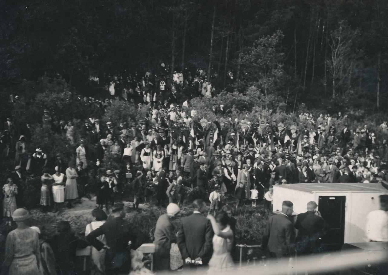 Joninių šventė ant Rambyno kalno. 1932 m. Panevėžio apskrities Gabrielės Petkevičaitės-Bitės viešoji biblioteka, Vytauto ir Silvijos Vilkončių šeimos fondas F154-249