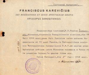 Povilo Šidlausko įšventinimo į kunigus pažymėjimas. Petrapilis. 1916 m. Su Žemaičių vyskupijos vyskupo Pranciškaus Karevičiaus autografu ir spaudu. Panevėžio vyskupijos kurijos archyvas