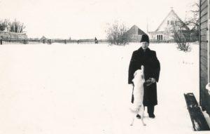 Merkinės Švč. Mergelės Marijos vardo bažnyčios altaristas kunigas Povilas Šidlauskas. Merkinė (Varėnos r.). 1964.02.20. Nuotrauka iš Kristupo Šidlausko asmeninio archyvo