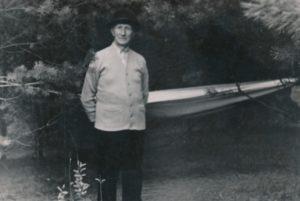 Prelatas Povilas Šidlauskas. Kulautuva (Kauno r.). 1969 m. Nuotrauka iš Kristupo Šidlausko asmeninio archyvo