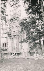 Berčiūnų Švč. Jėzaus Širdies bažnyčios statyba. Apie 1943-1944 m. Nuotraukos iš Kristupo Šidlausko asmeninio archyvo