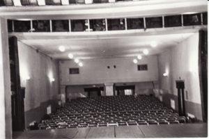 Teatro salė. Vaizdas iš scenos. Fotogr. Kazimiero Vitkaus. PAVB FKV-348/158