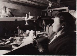 Aksesuarų kambarys. Fotogr. Kazimiero Vitkaus. PAVB FKV-312/9