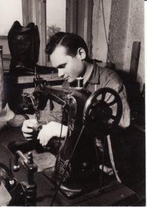Batsiuvys Stasys Povilaitis. Fotogr. Kazimiero Vitkaus. PAVB FKV-312/23